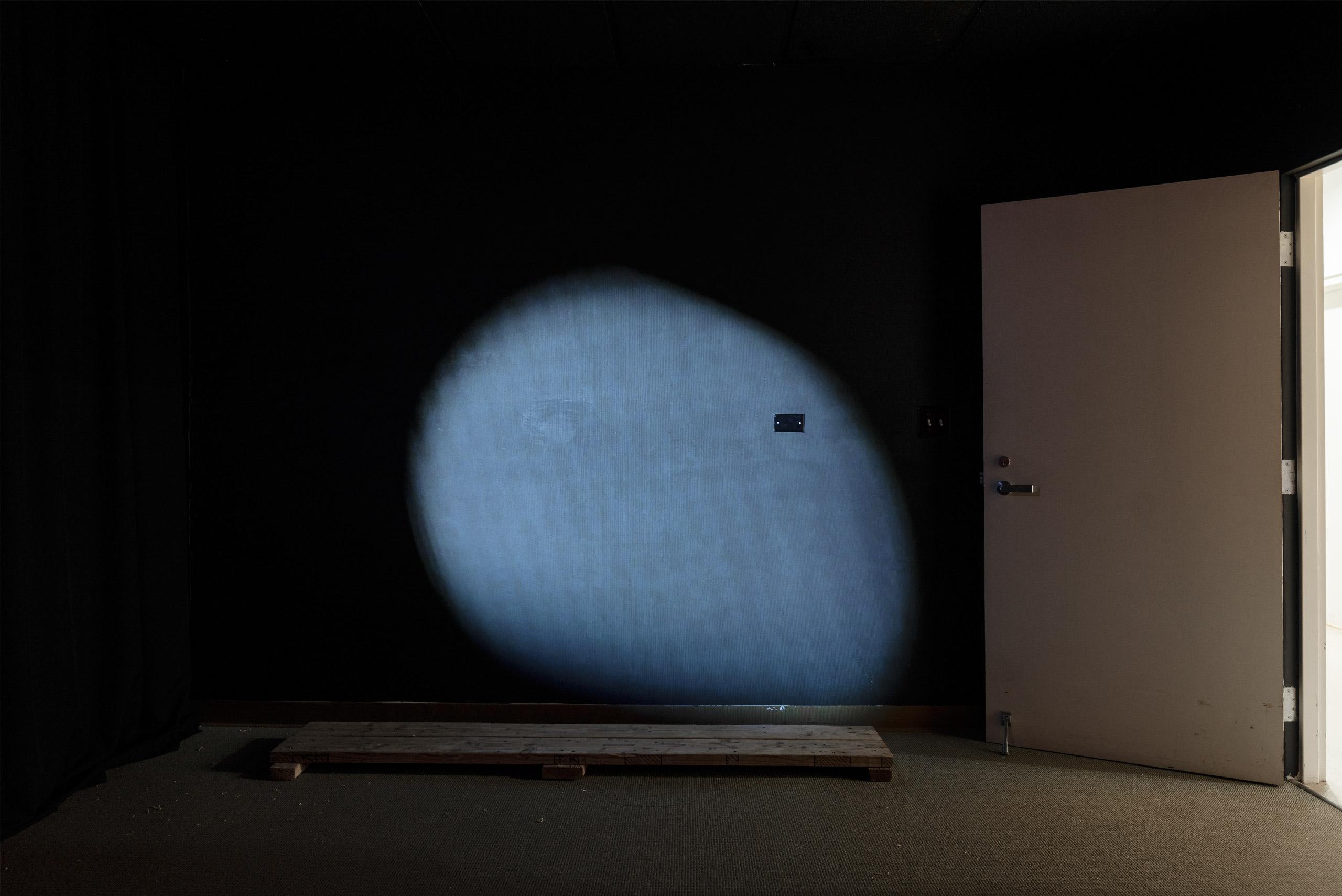 In-A-In_Moon-Door